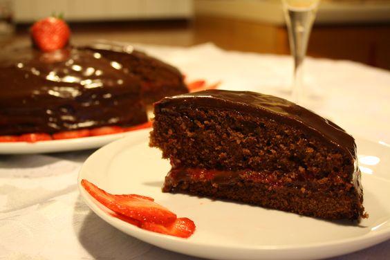 """Ed ecco la terza foto inviatami per il Pint-Away... me la manda Marta...Si tratta di """"Torta al cioccolato fondente e crema di fragole""""... Grazie   quindi a Marta!"""