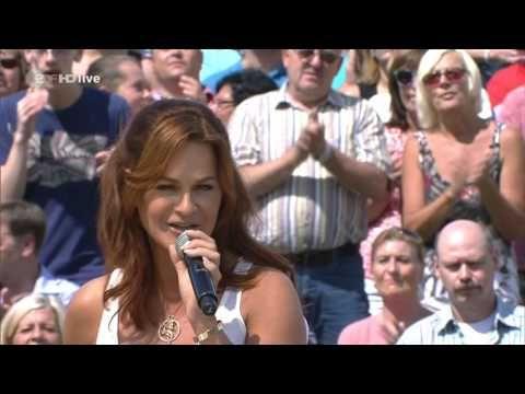 Andrea Berg - Ich werde lächeln wenn du gehst (ZDF-Fernsehgarten - aug 14, 2016) - YouTube