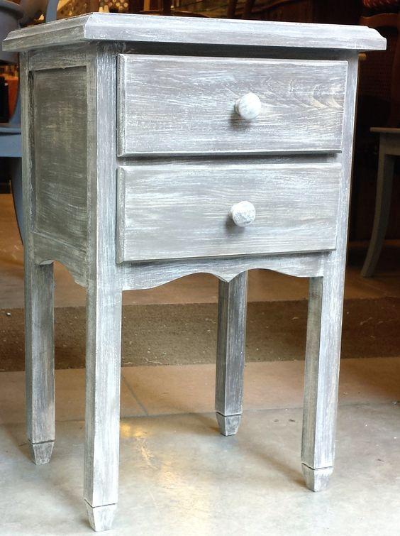 Mesita de patas lisas y dos cajones decapada en blanco y for Muebles de madera color gris