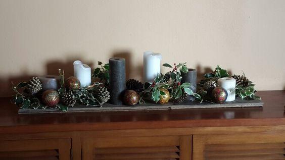 Arranjo com pinhas e azevinho natural Natal 2915