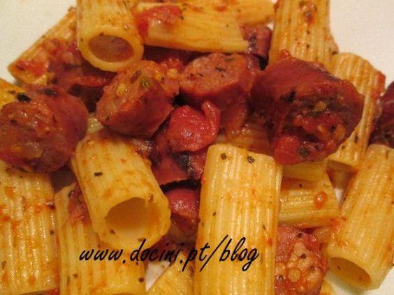 Receita Macarrão com salsichas frescas e molho de tomate, de Docini - Petitchef