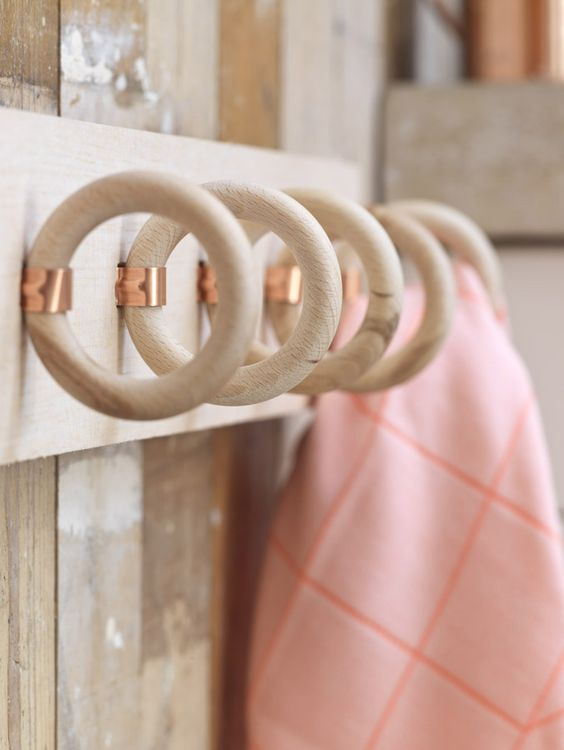 DIY wood rings hanger