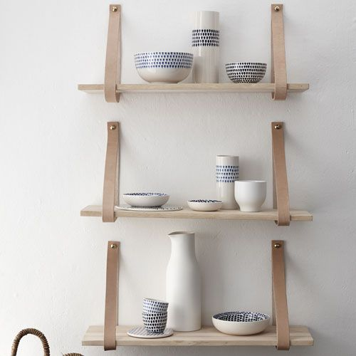 Etag re murale en bois naturel et lani re cuir h bsch for Idee deco etagere cuisine