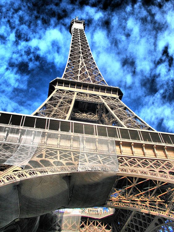 ✮ Eiffel tower touching the sky...