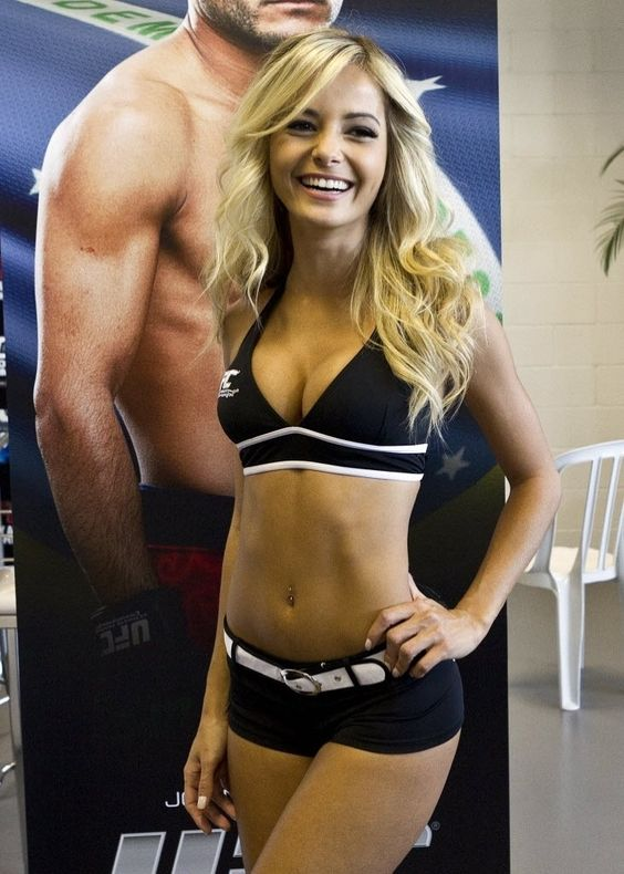 Jhenny Andrade, ring girl at UFC 163
