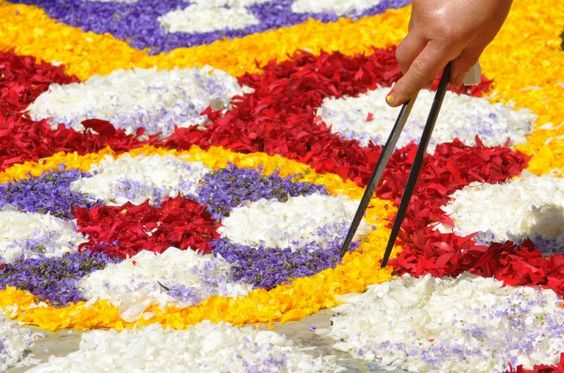 During May and June, Infiorata festivals are held in various Italian towns.
