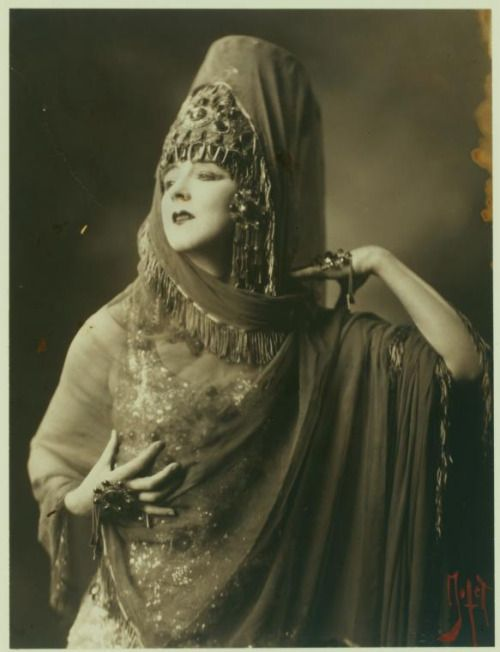 Ruth St Denis in Ishtar of the Seven Gates.