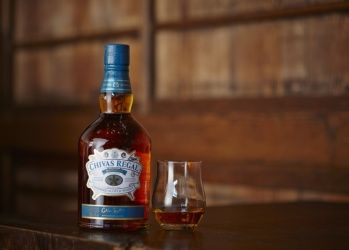 """織物の限界を超えた匠と、特別なウイスキー""""ミズナラ""""の共振。"""