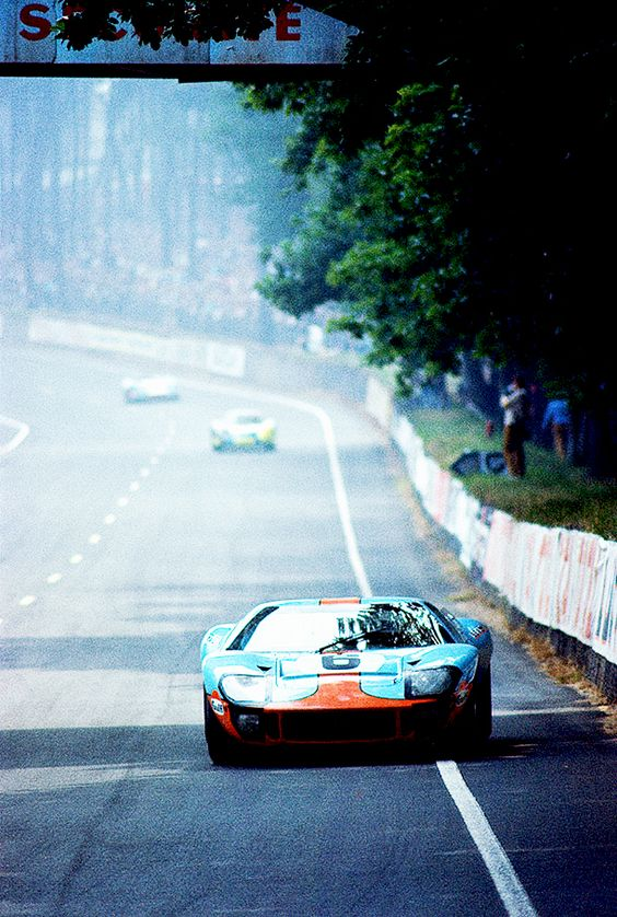 Ford GT40 Gulf @ 1969 Le Mans 24H: