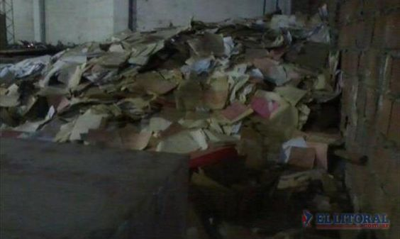 #Argentina Olvidado en un galpón, el #Archivo Municipal aguarda el rescate de la historia http://ow.ly/3jgJsg La foto impacta :(