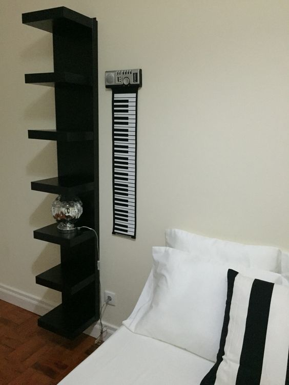 Quarto Piano Black/white