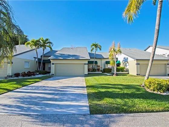 703 Mcgregor Park Cir Cape Coral Real Estate Coastal Living Decor Condos For Sale