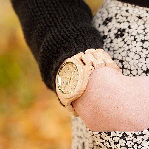 femme-gold-wooden-watch