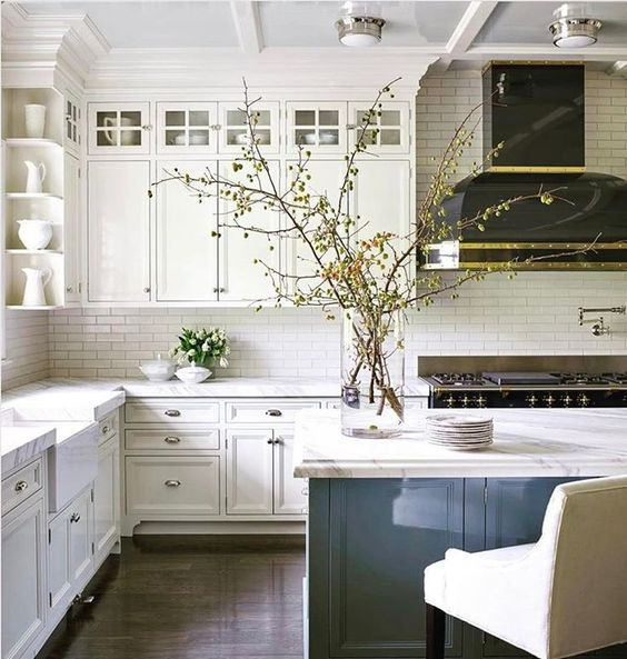 traditional kitchen, white kitchen, island, hood