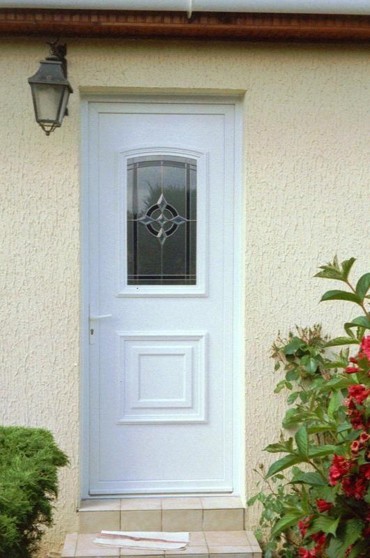 Porte d 39 entr e pvc porte d 39 entr e pvc bois menuiserie for Idee decoration porte d entree