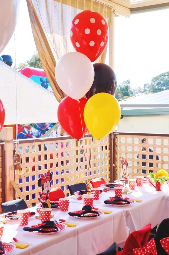 Minnie Mouse themed birthday party table ... love love love the backdrop!!!