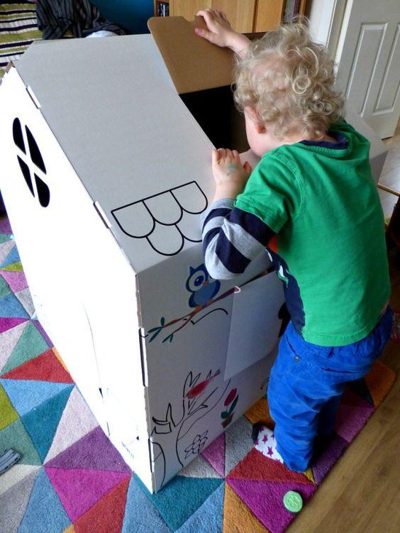 """""""Qu'est-ce qu'il y là-dedans ?""""  #maison #cabane #carton #enfant #wiplii #house #cardboard #children #diy"""