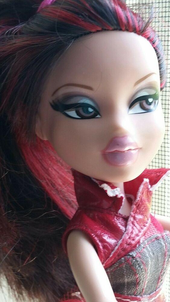 Bratz Girlz Doll Mga 2001 Black Red Streaked Hair Brown Eyes Vguc Bratz Red Hair Brown Eyes Brown Eyes Black And Red