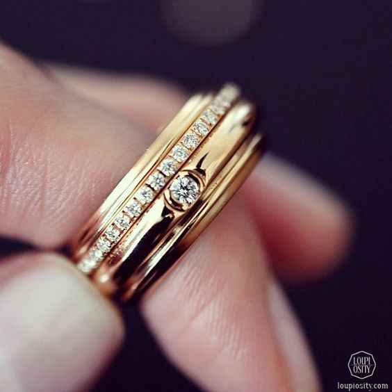 Piaget Possession ring in 18K pink gold set with 46 brilliant-cut diamonds.