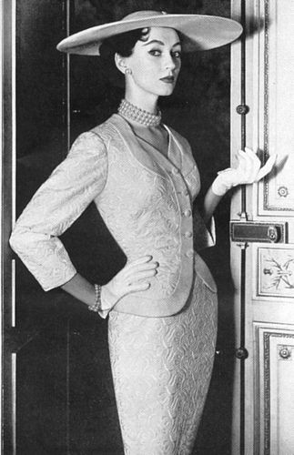 Model, Dovima in 1950's fashion.