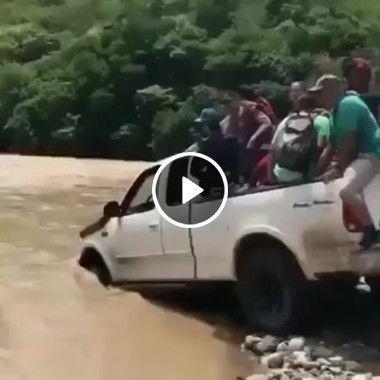 Veja adrenalina que gostoso aventura atravessando o rio