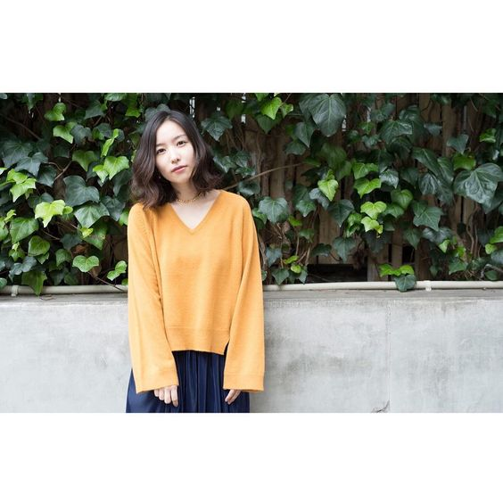 オレンジの服を着た徳永えり