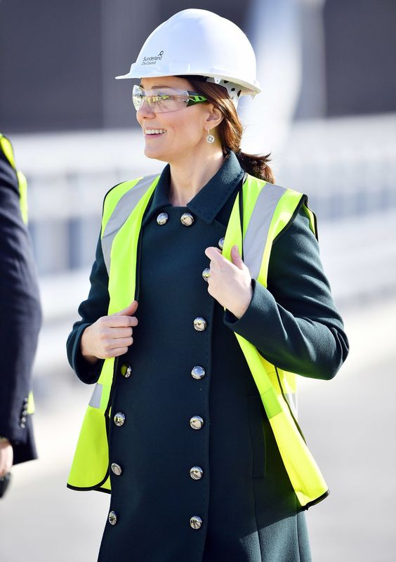 Kate Middleton Wears a Hard Hat and Gets a Henna Tattoo | PEOPLE.com