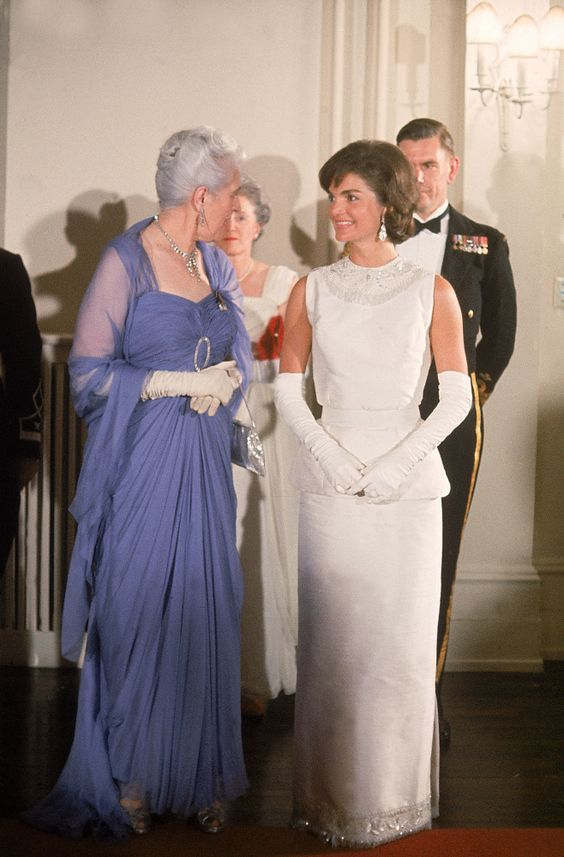 White evening gowns jacqueline kennedy onassis and style for Cocktail jacqueline