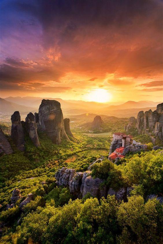 Amanecer en los Monasterios de Meteora: