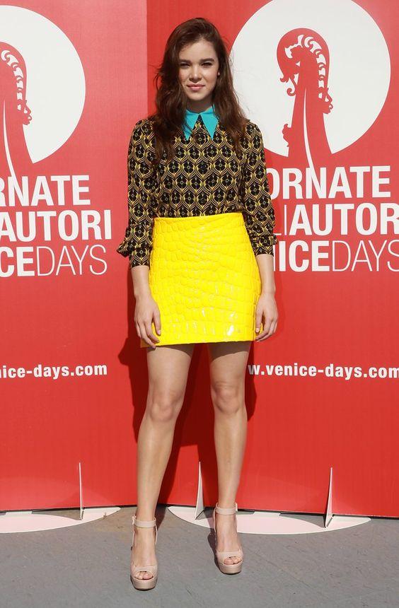 Pin for Later: All' der Hollywood Glamour beim Filmfest in Venedig Hailee Steinfeld In einer Kombination von Miu Miu