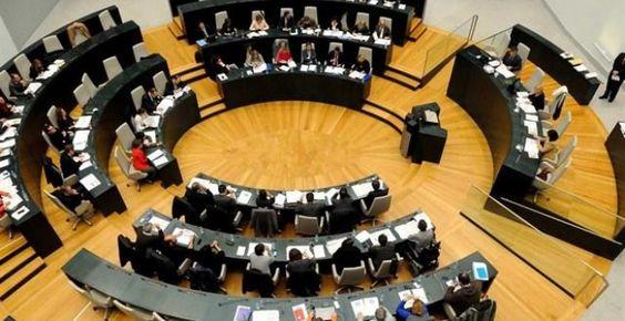 Carmena aprueba junto al PSOE el plan económico al que se opone el Ministerio de Hacienda