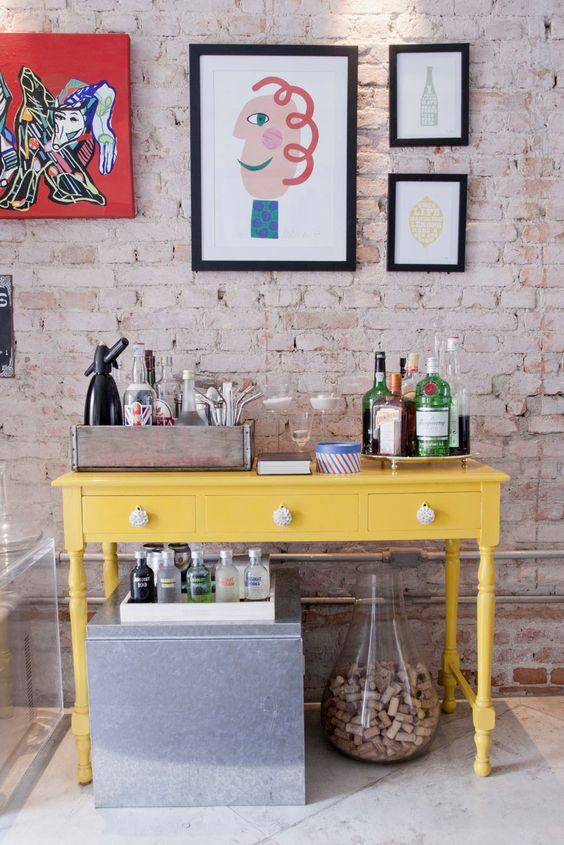 Yellow Bar! One of the items that I like the most is the clown painting by Gustavo Rosa...: