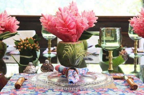 Decoração com coco e flores