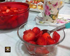 Si nunca has probado las fresas maceradas como te sugieren desde el blog FÁCIL CON BELA, no esperes más porque estamos seguros de que te va a sorprender.