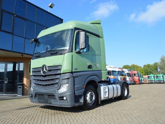 برادات وشاحنات وحاويات مبردة استيراد نظيف للبيع بجدة Trucks Vehicles