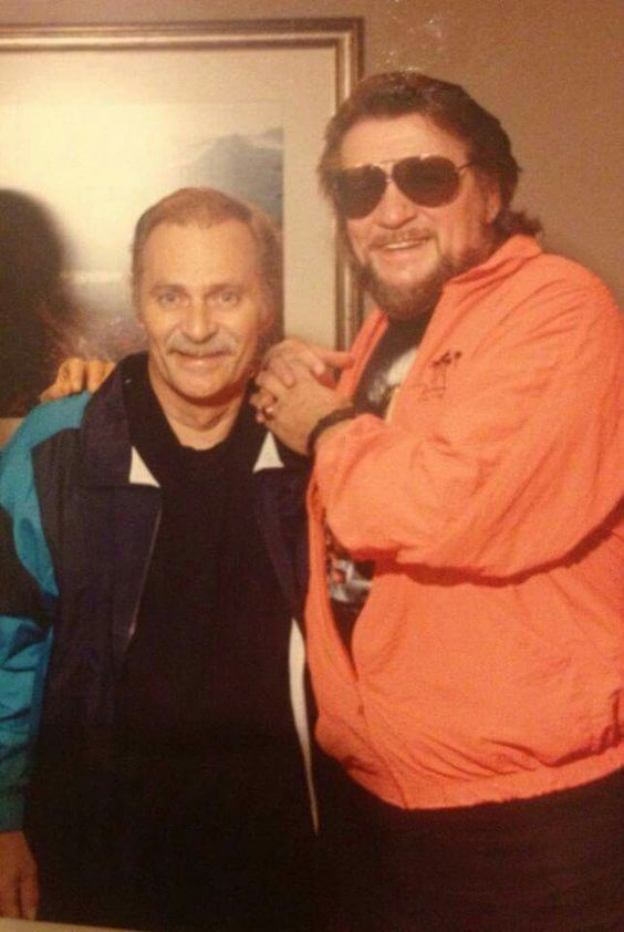 Holy cow! Waylon Jennings and Vern Gosdin! Two of my all time favorites! Whoop Whoop!