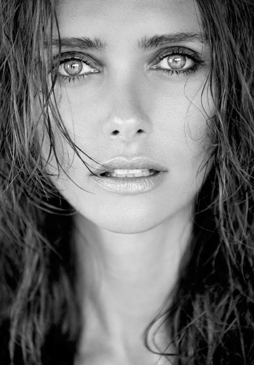 Many more beautiful eyes in: http://possiblythebesteyesintheworld.tumblr.com/
