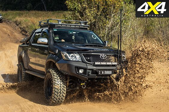 Custom toyota hilux sr5 driving mud