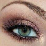 Rood tint make-up voor groene ogen