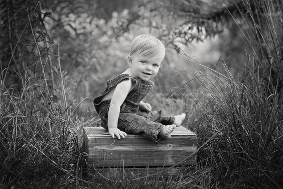 Baby photographer in Wooster, Cleveland, Akron, canton, Columbus Ohio.   #babyposing #woosterohiobabyphotographer   #clevelandohiobabyphotographer