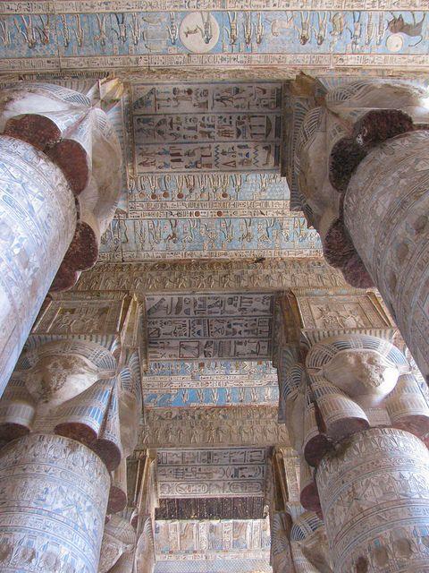 Храмът на Хатор, Дендера, Египет 2011 г. от Андрей deev, чрез Flickr