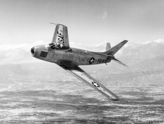© PHOTO : PUBLIC DOMAIN / USAF North American F-86F Sabre, 1953