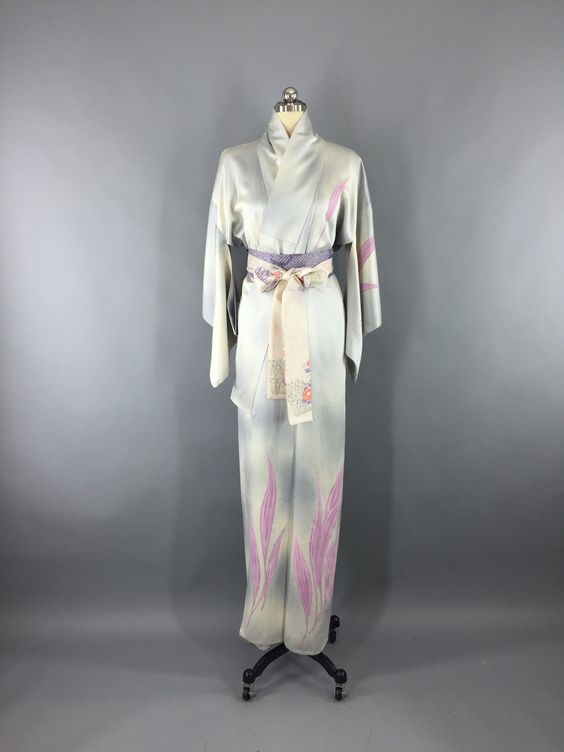 Vintage 1970s Silk Kimono Robe with Grey and Pink Leaves Floral Print