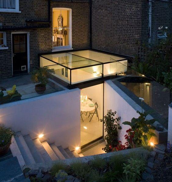 extension de maison avec toit en verre baies vitr es. Black Bedroom Furniture Sets. Home Design Ideas