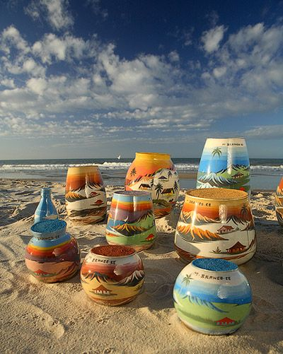 Artesanato com areia colorida da Praia de Morro Branco, Ceará - BRASIL