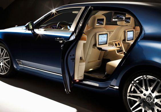 Famosa pelo alto luxo dos seus carros, a Bentley criou o Mulsanne Executive, um verdadeiro escritório conectado sobre rodas. O modelo, que pode chegar ao Brasil em 2013, deverá custar, no mercado europeu, cerca de US$ 350 mil - confira a lista completa de equipamentos no Estado de Minas, por Elaine Pereira.