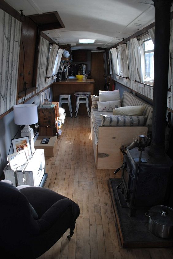CANAL BOAT - Summer Time Interiors! We'd Love to hang out in here!