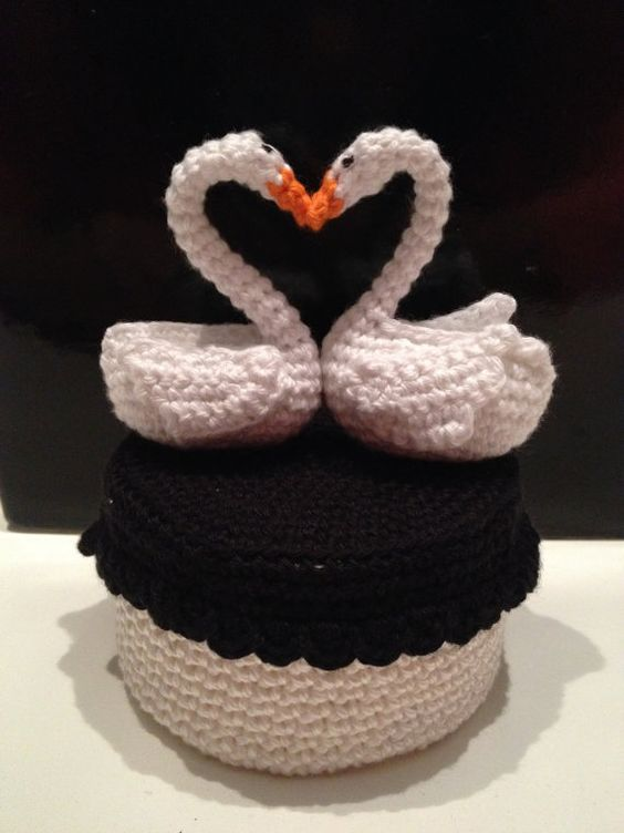 Thursday Handmade Love Week 120 ~ Swan ~ Crochet Addict UK   Thursday #Handmade Love ~ #Swan #sewing, #CrossStitch #Crocheting #Knitting Includes some #Free Pattern links http://www.crochetaddictuk.com/2015/06/thursday-handmade-love-week-120-swan.html