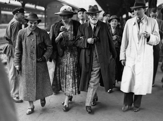 Austrian psychologist Sigmund Freud (1856 - 1939) (second right) arrives in Paris after leaving Vienna en route to London, Paris, France, June 1938. He is accompanied by his daughter Anna (1895 - 1982) (left), wife of Prince George of Greece, Marie Bonaparte (1882 - 1962) (second left), and her son Prince Peter of Greece (1908 - 1980) (right). (Photo by Pictorial Parade/Getty Images)