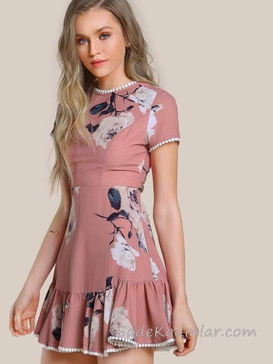 2020 Yazlik Kisa Elbise Modelleri Pudra Kisa Etek Kismi Firfir Detayli Kisa Kollu Desenli 2020 Moda Stilleri Moda Kiyafetler Kisa Elbiseler